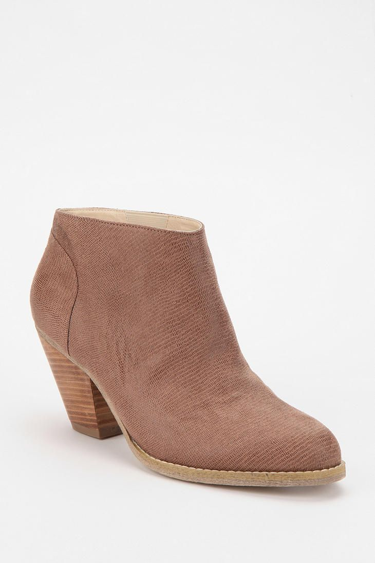 Urban Outfitters - Ecote Scaled Leather Ankle Boot