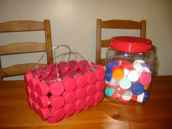 Canastas con tapones de pl stico cestos y canastas - Manualidades con tapones de plastico ...