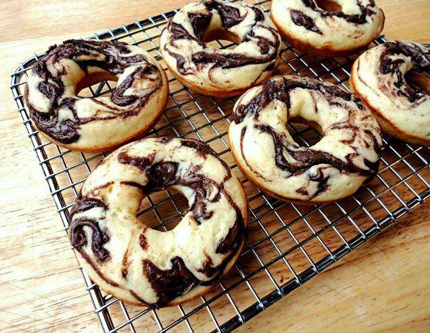 Hullo lovely! Baked Nutella Swirl Doughnuts.
