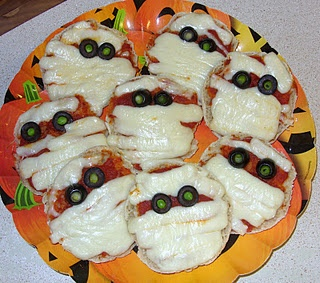 Olive Eyeballs and Pizza Mummies | Halloween Treats | Pinterest