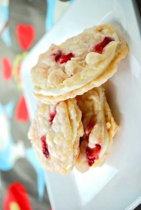 Strawberry Cheesecake Sandwich Cookies | Yumm | Pinterest