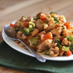Sriracha Honey Cashew Chicken Stir Fry is loaded with vegetables and ...