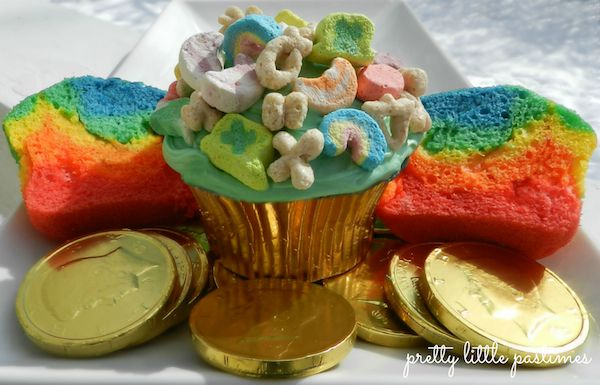 ... right? Lucky Charms Rainbow Cupcakes! I Pretty Little Pastimes