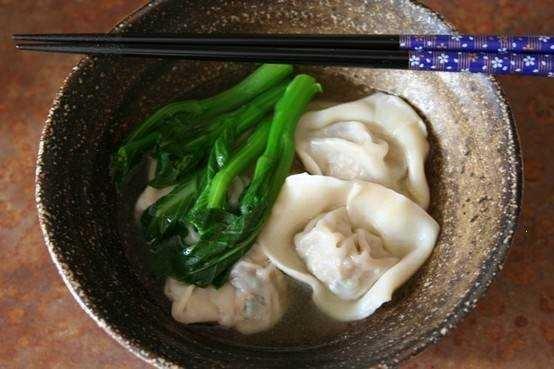 Wonton soup w. pork wontons + baby bok choy
