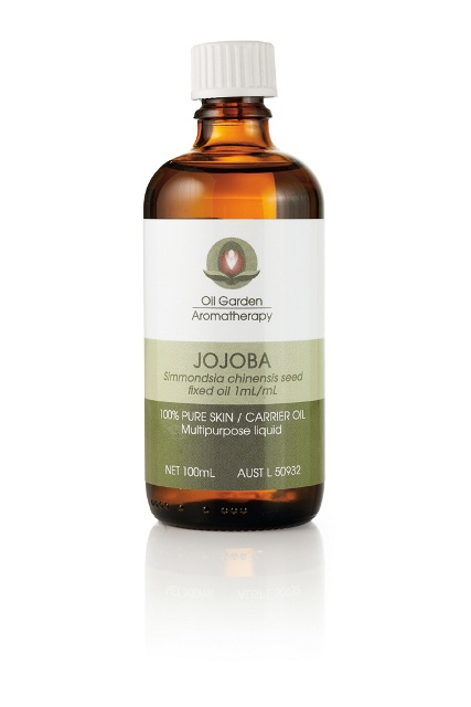 A light oil, rich in Vitamin E, which penetrates easily into the skin and is very suitable for oily and combination skin types. Suitable for face and body. Oil Gardens Jojoba oil has the longest shelf life of all the carrier oils as it is a liquid wax and does not oxidise