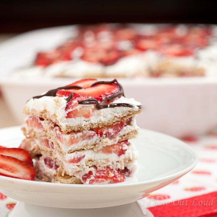 No Bake Easy Strawberry Icebox Cake with Graham Crackers and Whipped ...
