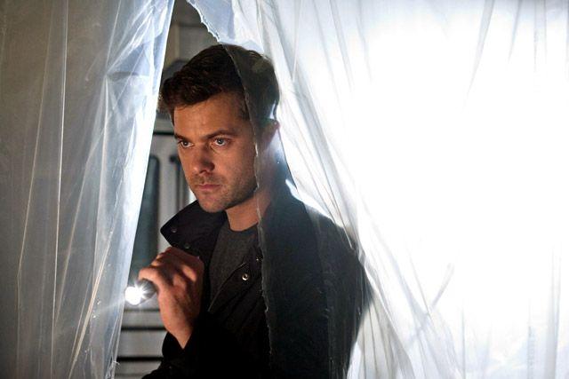Joshua Jackson as Peter in Fringe