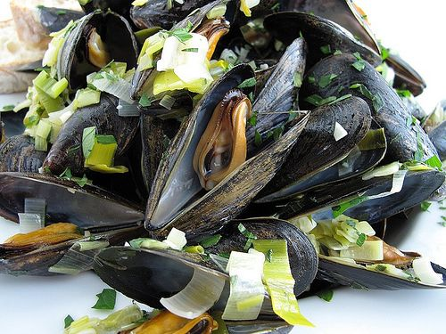 Drunken Mussels with Leeks and Lovage | Herb land | Pinterest