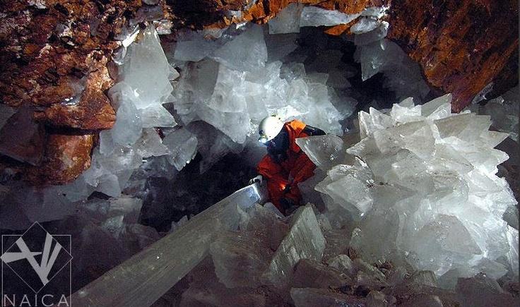 Cueva de cuarzos gigantes en México.La cueva de Naica