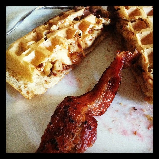 Nutella banana walnut waffles and bacon | BREAKFAST MENU | Pinterest
