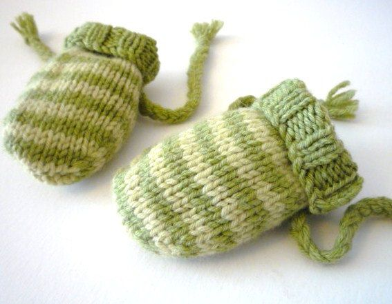 Free knitting pattern for easy baby mittens