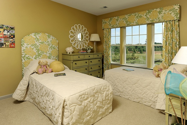Tropical bedroom catty corner bed placement in tiffs room for Catty corner bedroom ideas