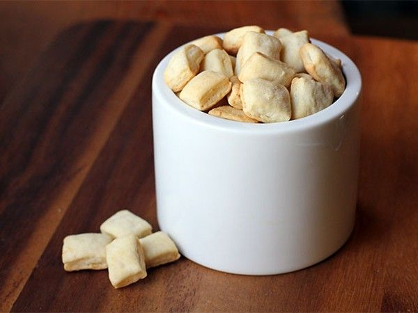 DIY oyster crackers from Serious Eats | DIY food & drink | Pinterest
