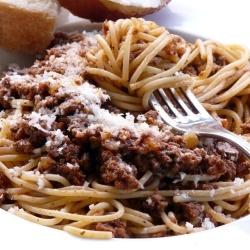 """Spaghetti Bolognese - Rich Meat Sauce """"A vida é uma combinação de ..."""