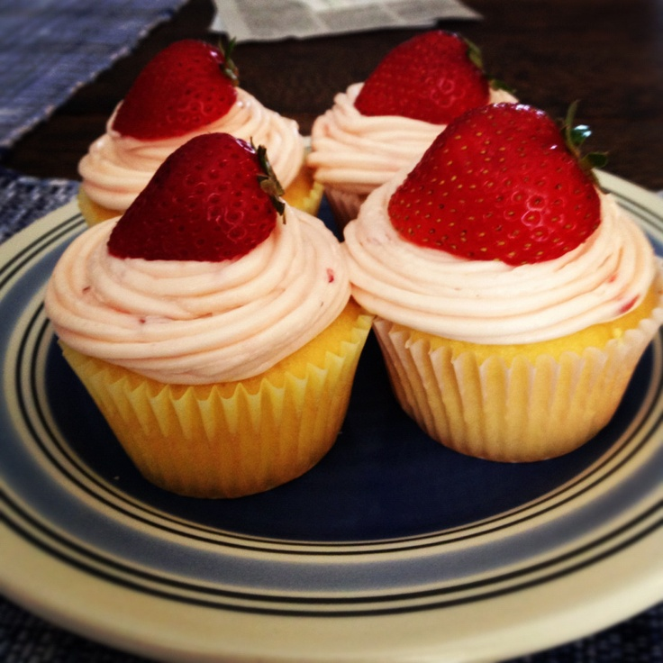 Strawberry Filled Cupcakes | Cupcakes | Pinterest