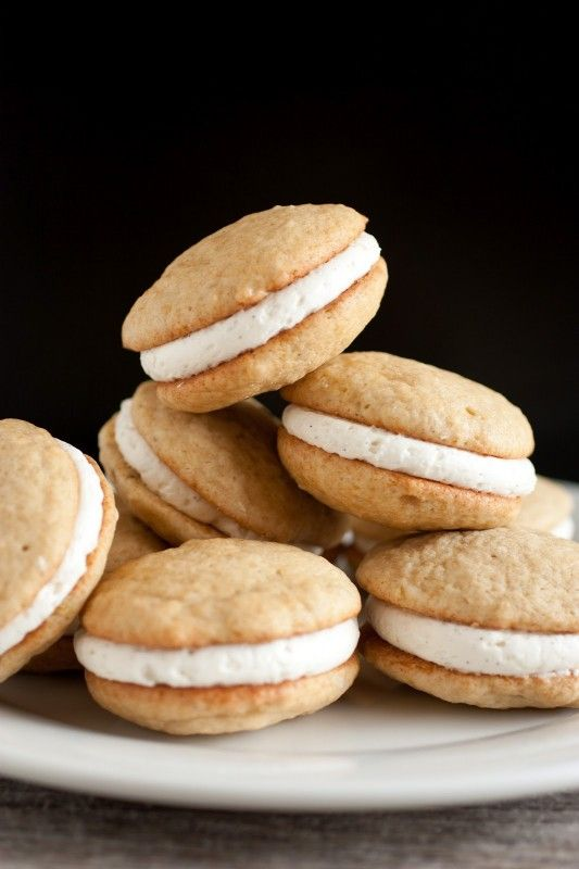 Banana Bread Whoopie Pies with Fluffy Vanilla Bean Frosting. These are ...