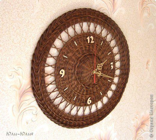 Часы из газетных трубочек своими руками