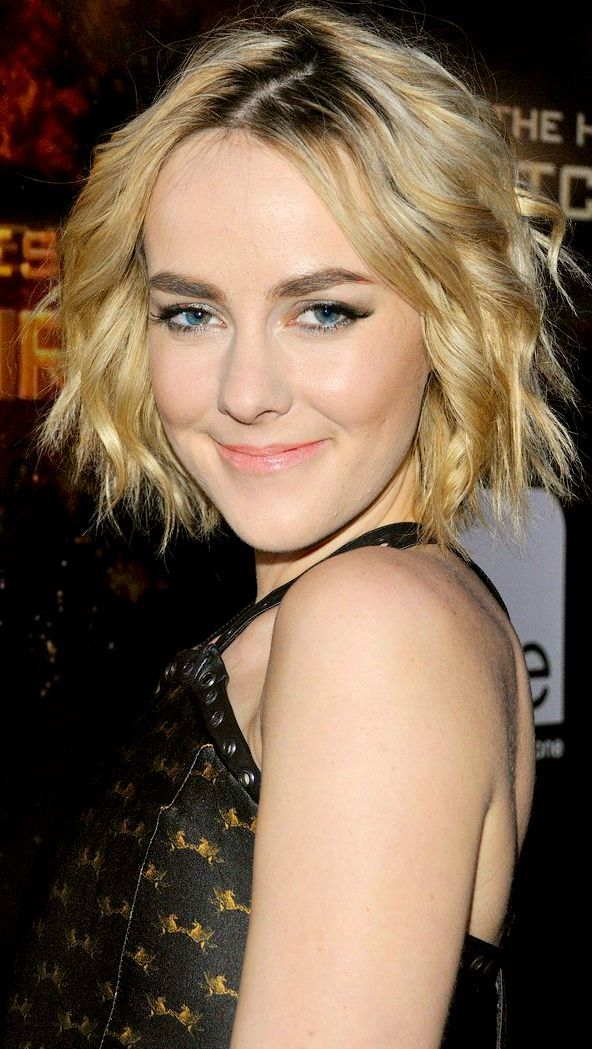 Jena Malone bringing back full eyebrows - love the light make-up