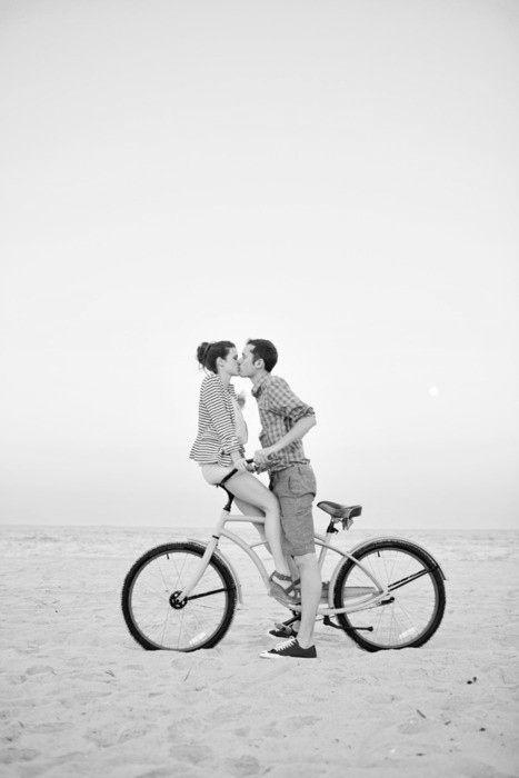 Déjame sentir tus labios una vez mas, quizás mañana el ocaso sea tan Obscuro que el único recuerdo que tengamos sea el que nos Amamos Demasiado día