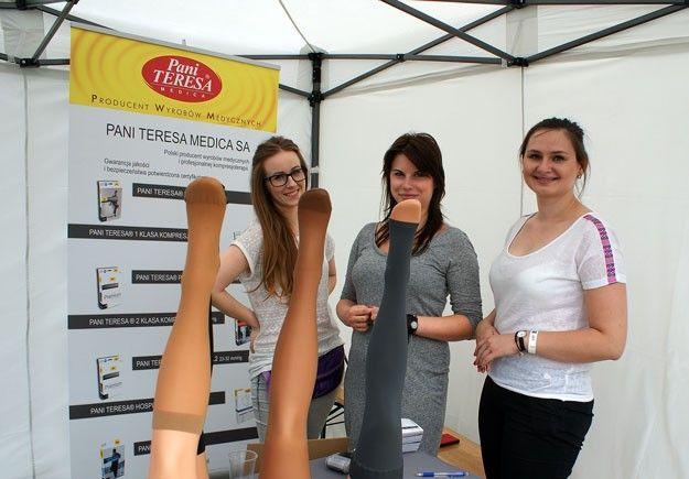Śliczne dziewczyny na stoisku Pani Teresa Medica i też śliczne, ale niestety sztuczne nogi.