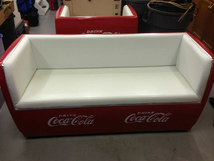 Vintage coca cola couch with tray original cooler conversion for Coole couch