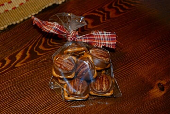 ... .com/2012/11/19/easy-thanksgiving-favors-rolo-pretzel-turtles