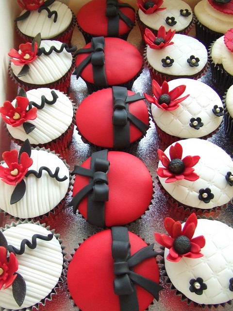 Cupcakes by Cake Chester. #cupcakes #wedding #black_red