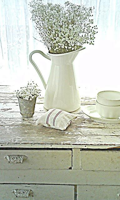 White beach cottage room