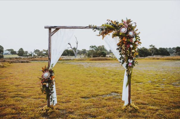 images 10 Giant Wedding Wreaths: The Hottest Wedding Trend