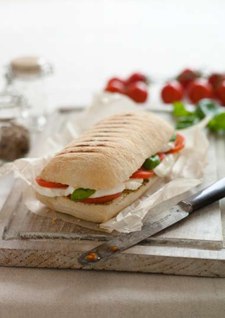 Tomato, basil and mozzarella panini, perfect for lunch!