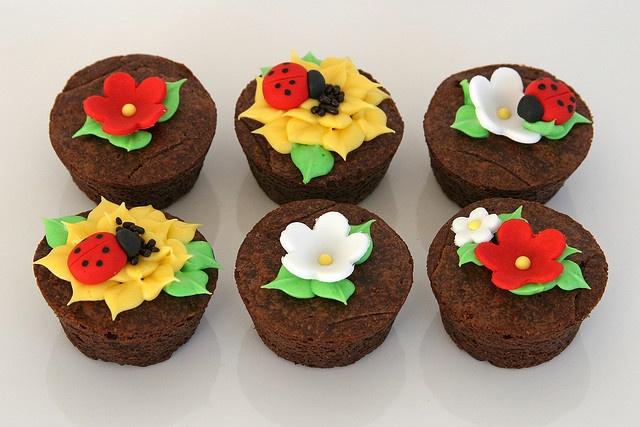 Ladybug decorated brownie bites | Cupcakes | Pinterest