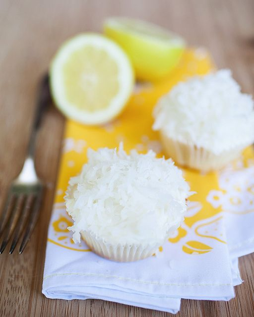 Lemon cupcakes with Lemon Coconut Creamcheese Frosting