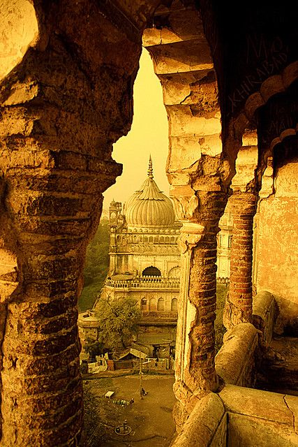 Labyrinth, Lucknow, Uttar Pradesh, (INDIA) The construction of this mughal monument was done in 1784. This photo is taken from the top