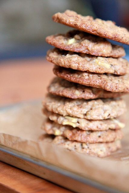 This week's movie time snack--Apple Cinnamon Oatmeal Cookies. Apples ...