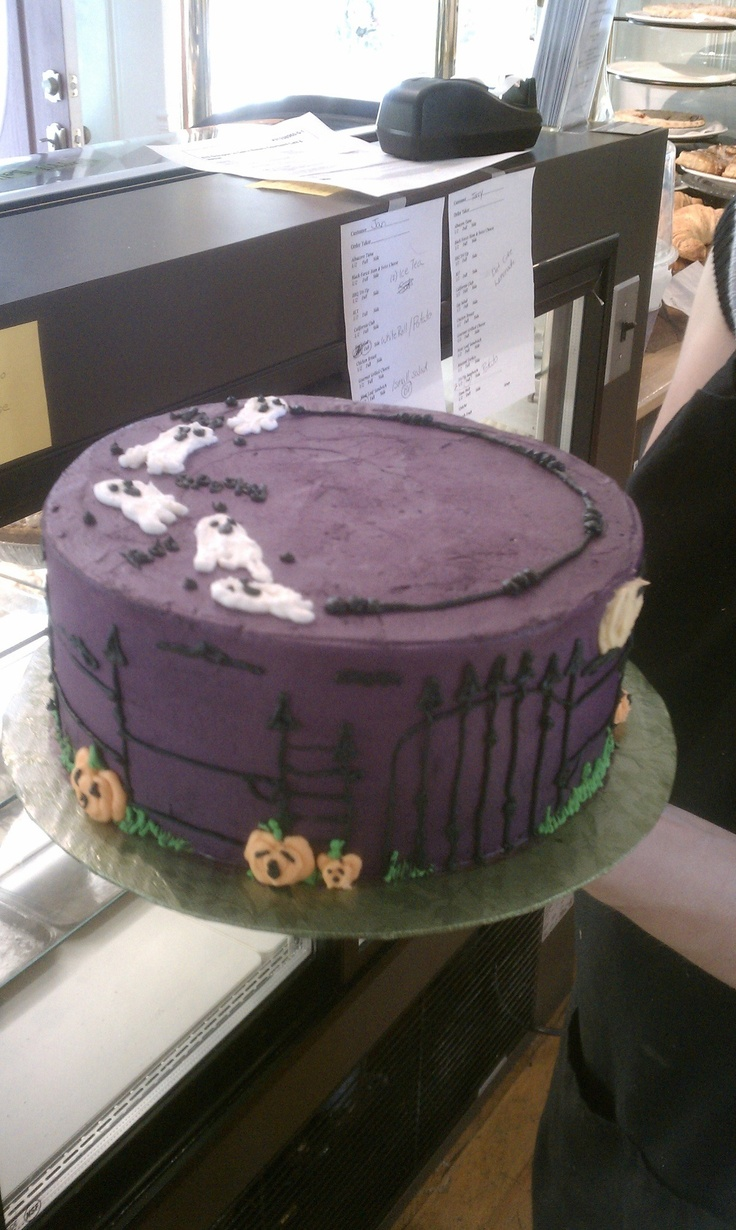 Halloween Cake Decorating Ideas Pinterest : Halloween cake! :) Cake Decorating Ideas Pinterest