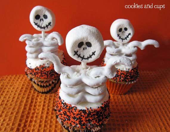 Fun skeleton cupcakes for #halloween!