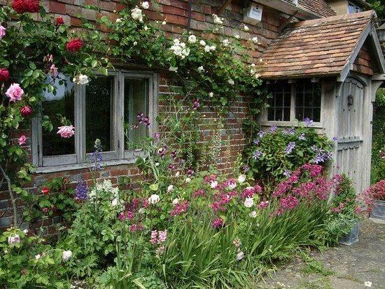 Beautiful cottage porch quaint gardens cottages for Beautiful cottages pictures