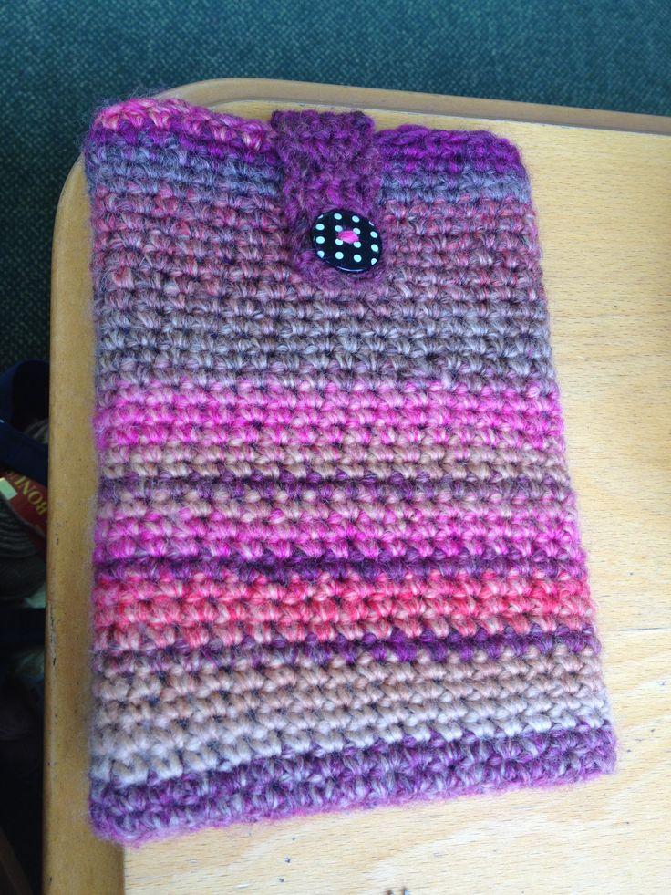 Crochet ipad cover gift for someone using a beautiful yarn