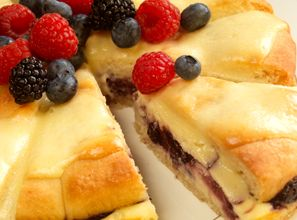 Berry cream cheese coffee cakes | Delicious Brunch | Pinterest