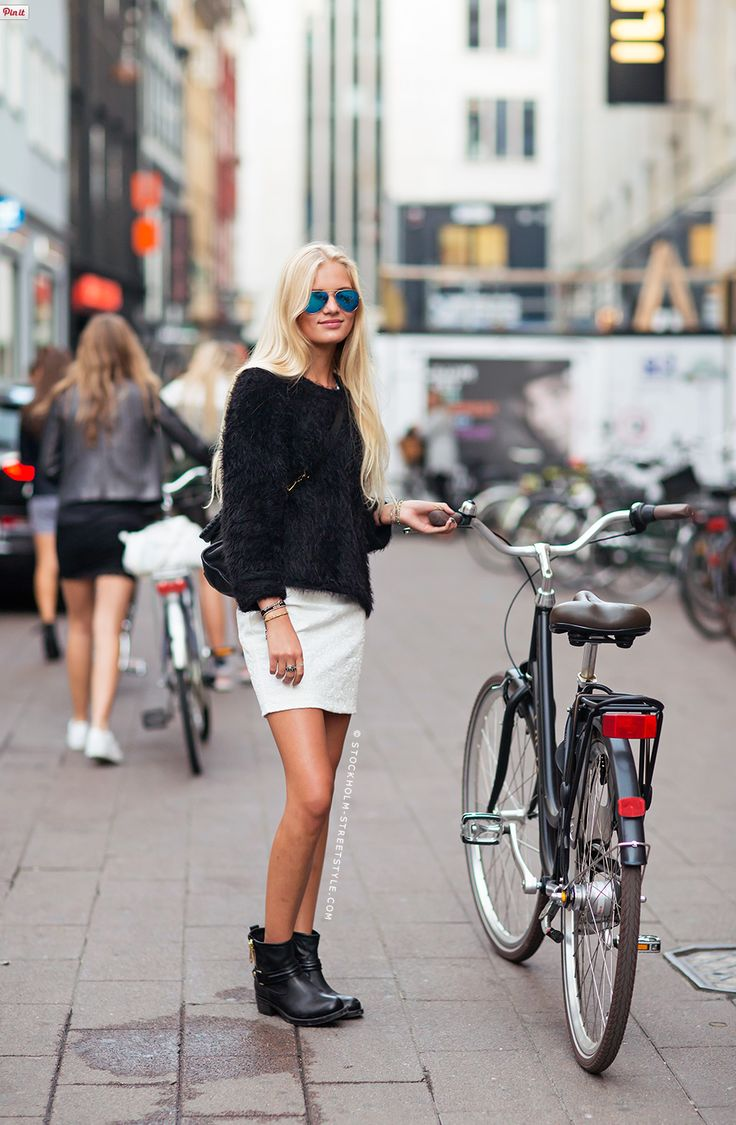 monochromatic bike chic. well played. Copenhagen.