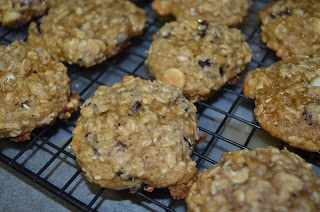 Food Ramblings: Applesauce Oatmeal Cookies with Maple Glaze