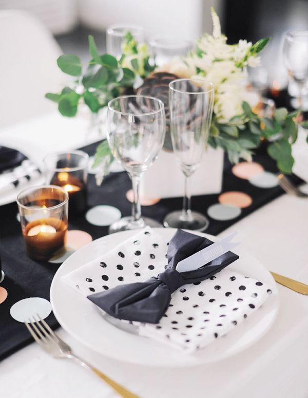 Tabella impostazione ispirazione - nero, bianco, polka dots e confetti # weddingtable # blackandwhite