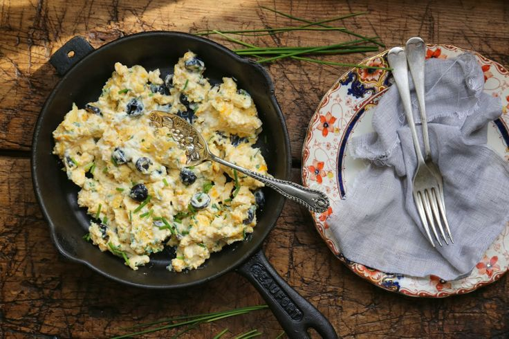 petite kitchen: SCRAMBLED EGGS WITH RICOTTA, CHIVES & BLACK OLIVE (sub ...