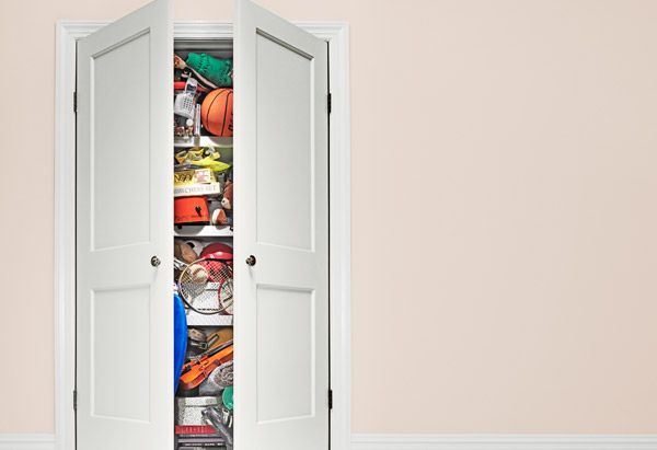 What Kind of Clutterer Are You?  O's organizational expert, Peter Walsh, identifies five types of clutterers and helps each slay her mess.  By Meredith Bryan    Read more: http://www.oprah.com/home/Whats-Your-Clutter-Style-Peter-Walsh-Declutter-Tips#ixzz1waM7FREo
