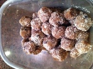 Paleo Nutty Blueberry Protein Balls ... Amazing as a quick breakfast ...