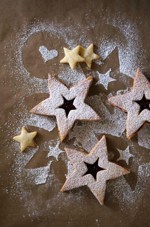 Blackberry Linzer Cookies // HonestlyYUM | Yum | Pinterest