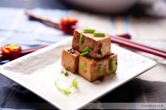 Tofu with soy sauce, sesame oil & black sesame seeds