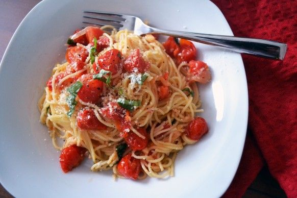Tomato and garlic light pasta sauce | Healthy Eats | Pinterest