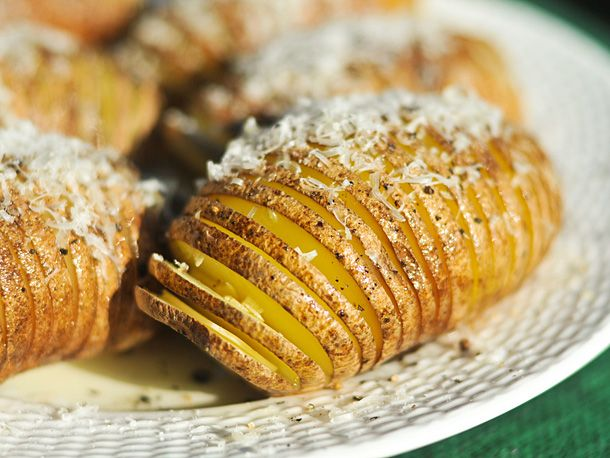 Grilling: Hasselback Potatoes with Garlic and Parmesan | Recipe