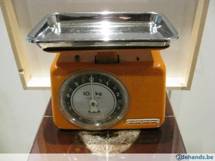 Vintage Keukenweegschaal : Vintage keukenweegschaal . Compleet in metaal met chrom?, inslusief